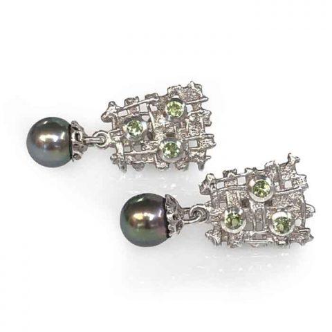 black pearl earrings silver with peridot