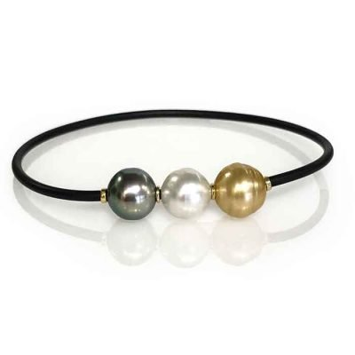 Bracelet black neoprene band 2mm roll over with gold colour south sea pearl. 10mm white colour Broome south sea pearl 10mm Tahitian south sea pearl. 10mm 18ct gold rings
