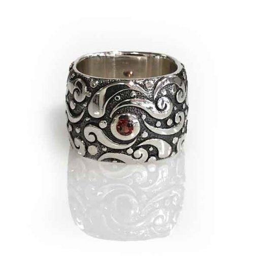 Ring Evolution silver oxidized square band stone Garnet